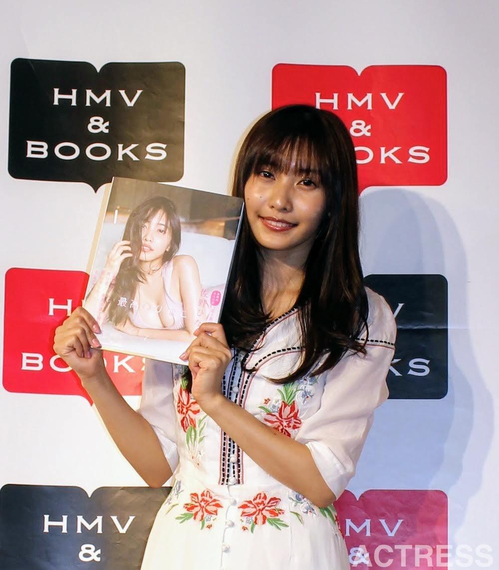 佐野ひなこ、写真集『最高のひなこ』出版記念イベントに登場