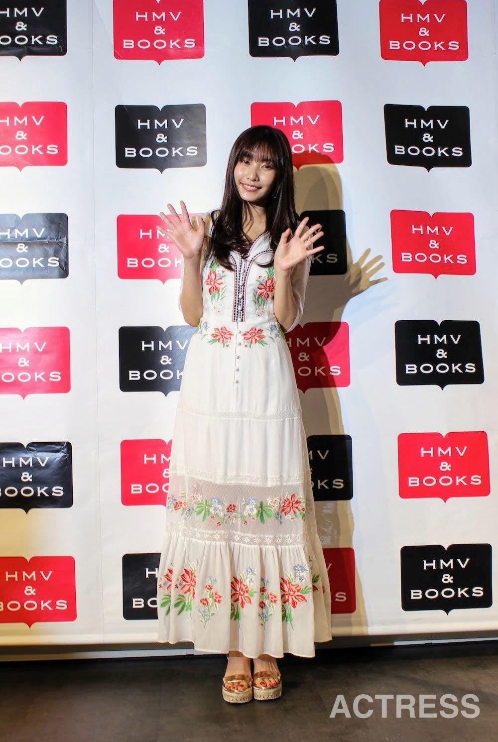 佐野ひなこ 写真集『最高のひなこ』出版記念イベントに登場