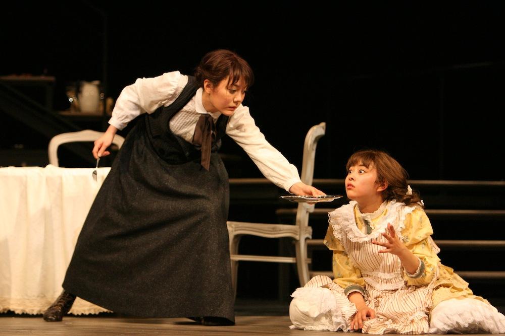 左:鈴木杏、 右:高畑充希/2009年舞台写真