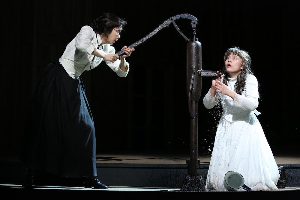 左:木南晴夏、 右:高畑充希 2014年舞台写真