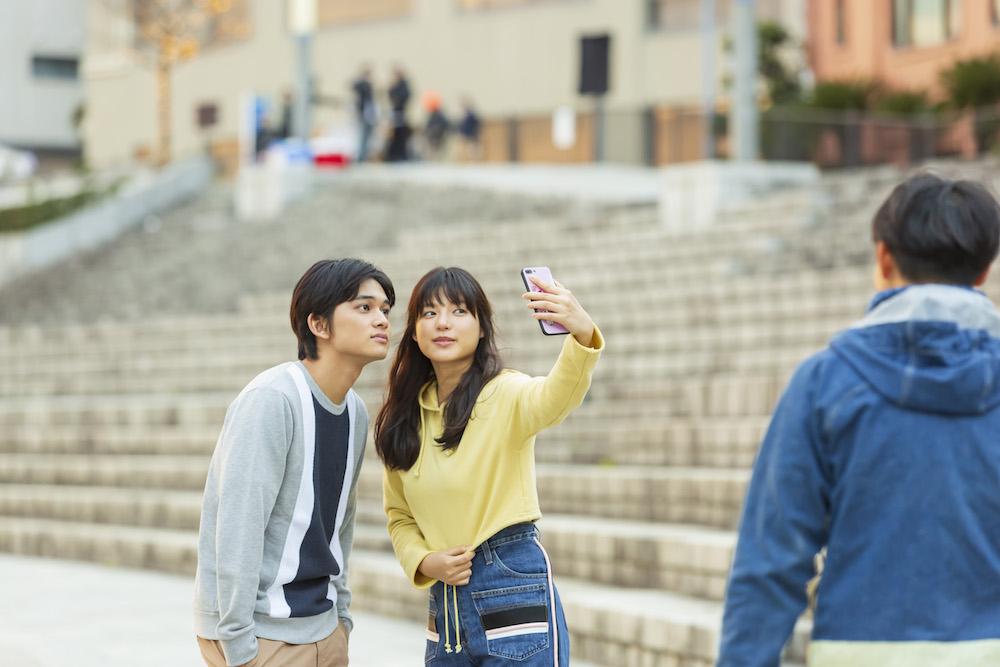 石井杏奈 & 北村匠海、遠距離恋愛中の恋人を演じるピュアで切ない新CM「愛する人を想う」篇