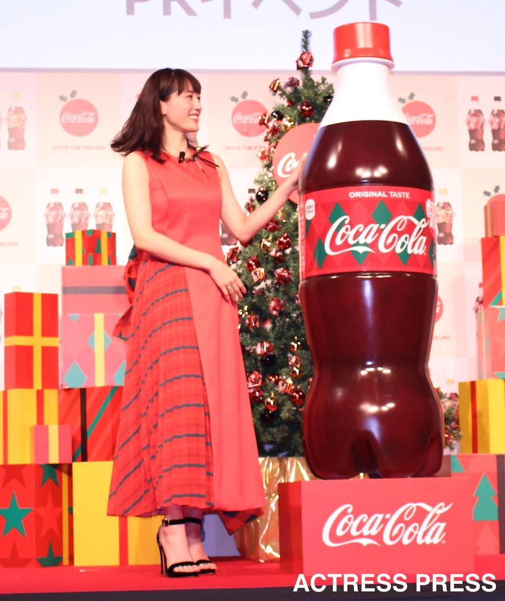 綾瀬はるか/「コカ・コーラ」リボンボトルPRイベントにて(2018年12月5日)/撮影:ACTRESS PRESS編集部