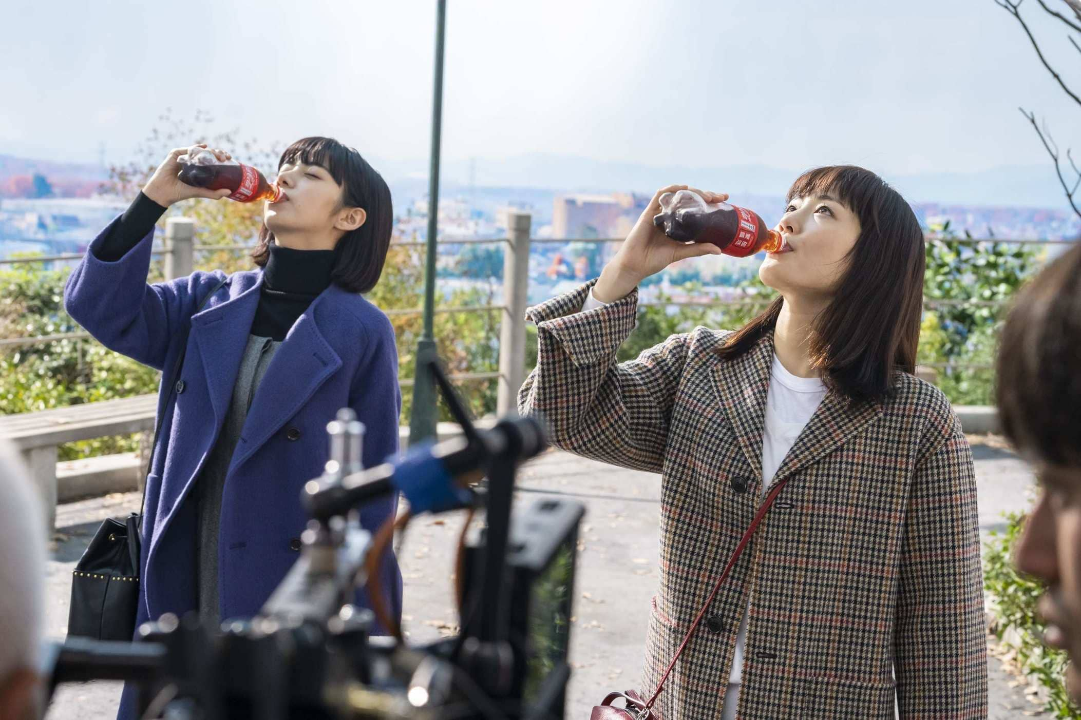 綾瀬はるか(女優)池田エライザ/コカ・コーラCM 2019年1月