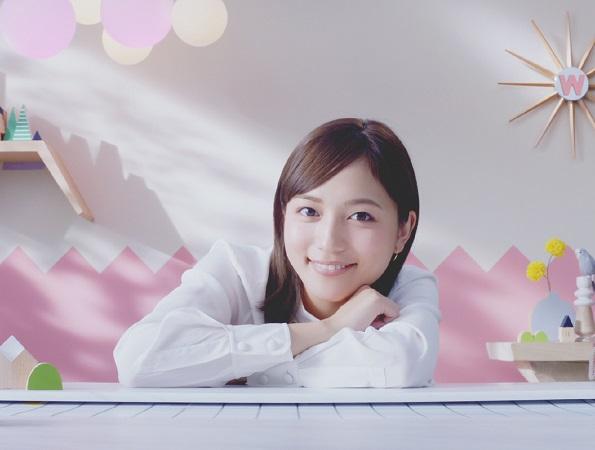 川口春奈/「シンバイオティクス ヤクルト W」新動画にて。2019年1月
