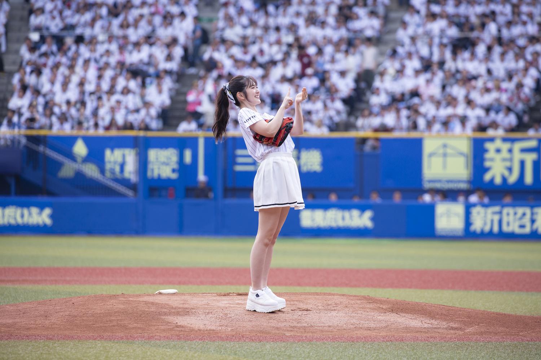 鈴木愛理(すずき あいり)/「千葉ロッテマリーンズ」対「北海道日本ハムファイターズ」戦でのファーストピッチセレモニーにて(2019年5月5日、ZOZOマリンスタジアムにて)