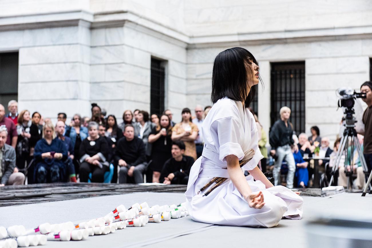 """小松美羽/米クリーブランド美術館での""""神道と現代アートの融合""""をライブペイント"""