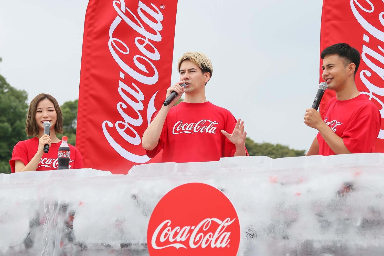 朝日奈央・JOY ・ユージ、巨大な氷の塊を割って「コカ・コーラ」を取り出す アイスブレイクチャレンジ体験!(2019年7月21日、としまえんにて)