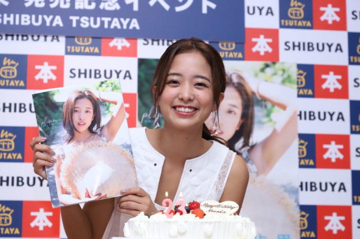 河西歩果/1st写真集「plumeria」(東京ニュース通信社刊)発売記念イベントにて(2019年7月6日、SHIBUYA TSUTAYAにて)