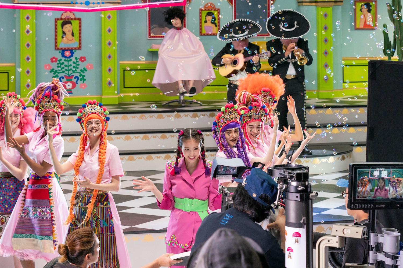 今田美桜/『ホットペッパービューティー』学割 「学割ミュージカル」篇・撮影中の光景