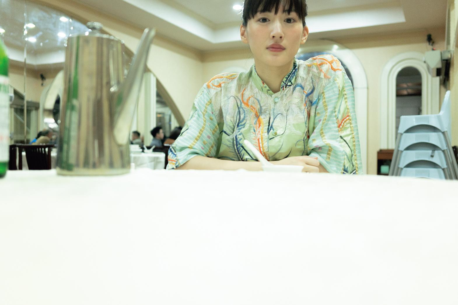 綾瀬はるか/『ハルカノイセカイ』(C)講談社
