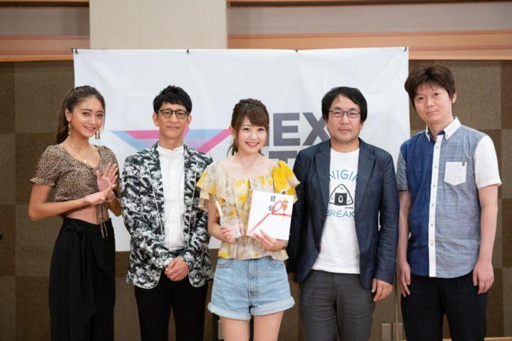 グランプリに輝いた畠山有希と審査員/スペシャルサポーターの集合写真「NEXT STAR COLLECTION」