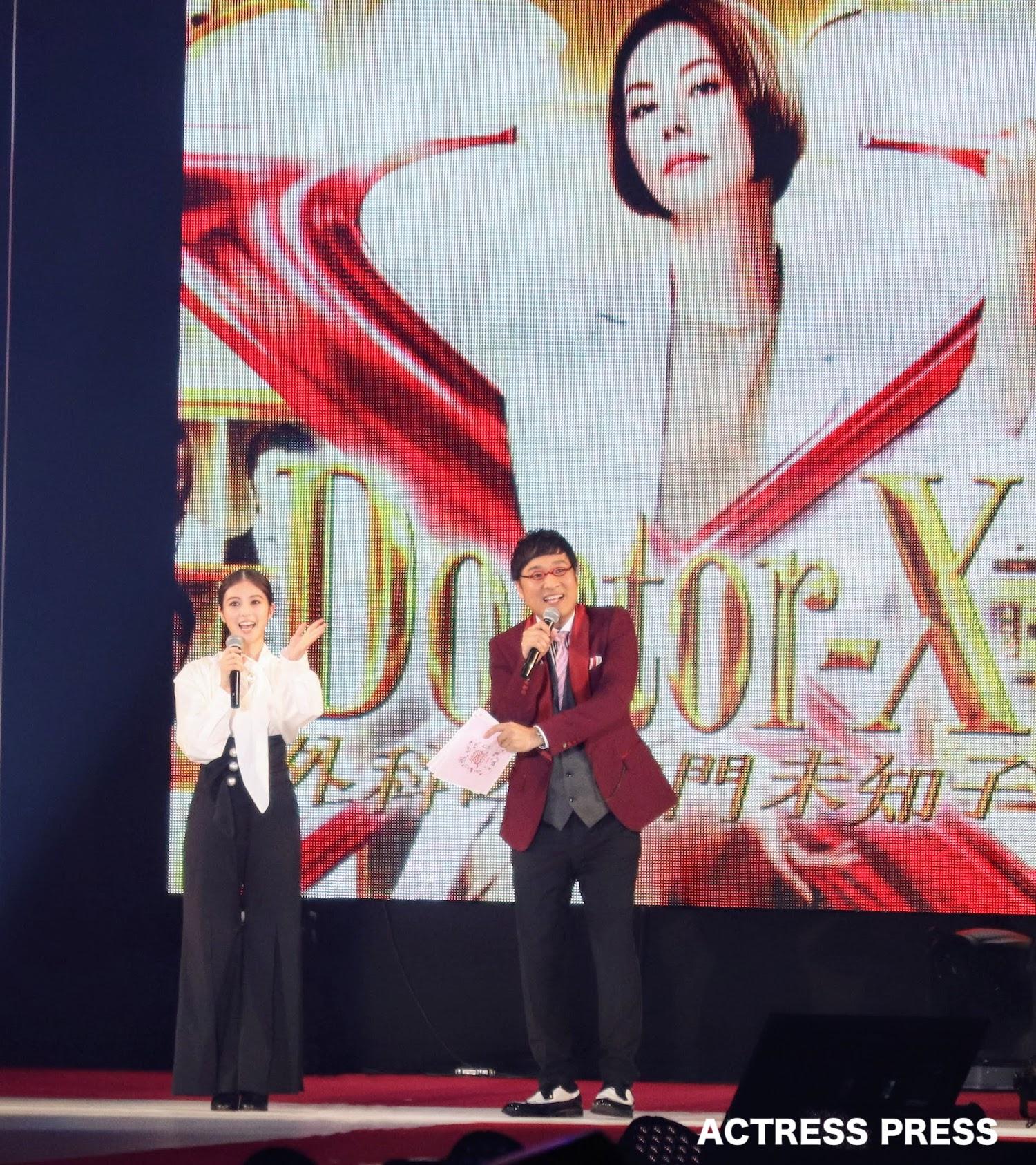 今田美桜とMCの山里亮太/2019年9月28日、GirlsAward2019AWにて。撮影:ACTRESS PRESS編集部