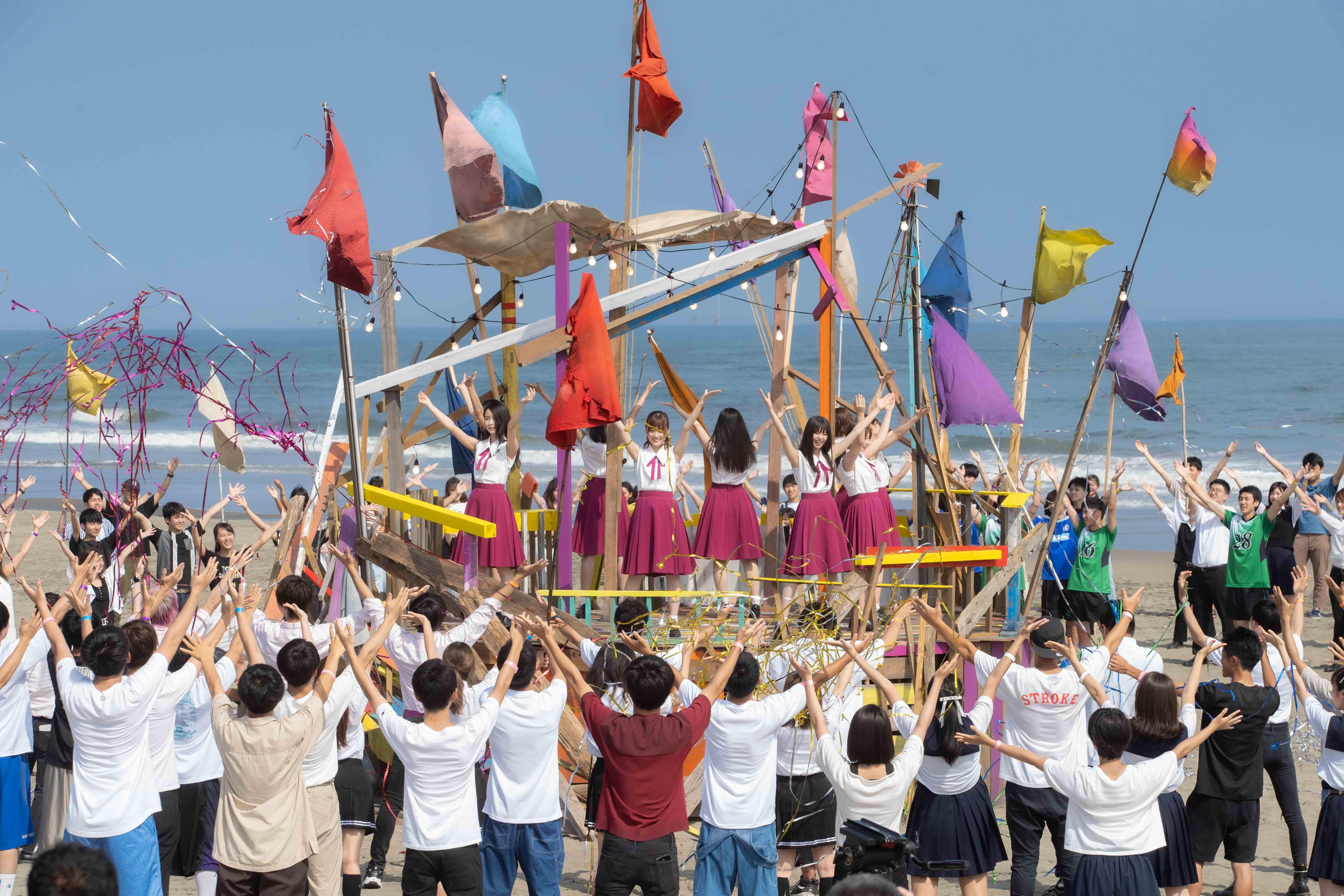 乃木坂46と全国から集まった学生たち約300人が 「ファンタ」TVCMソング「Sing Out!」を大合唱!スペシャルムービー