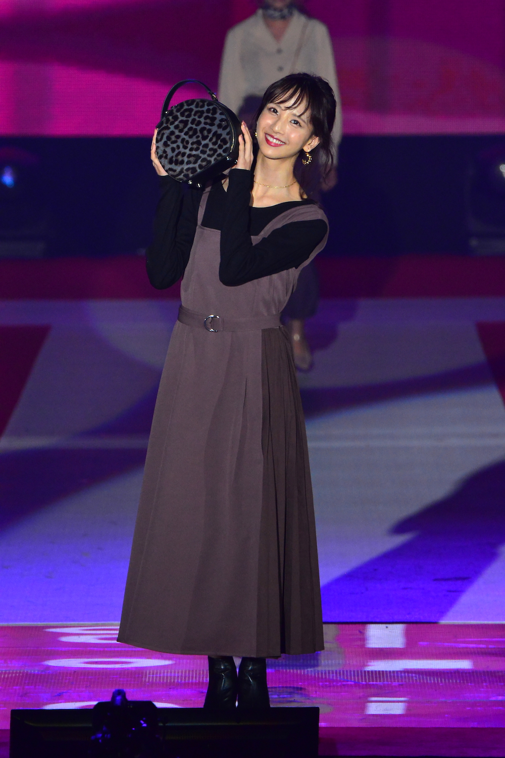 佐藤楓 乃木坂46(GirlsAward 2019 AUTUMN/WINTER)