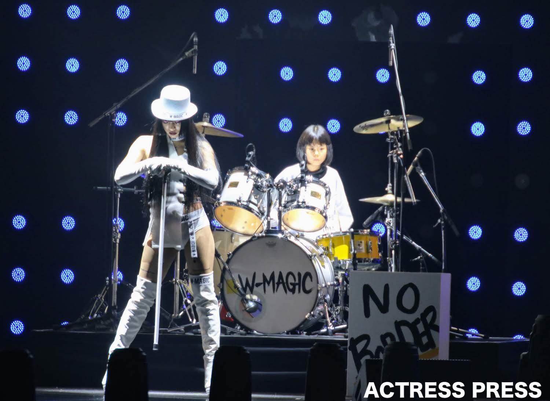 9才の少⼥ドラマー・よよか、TGCでドラム 披露!仲万美とスペシャルコラボ!