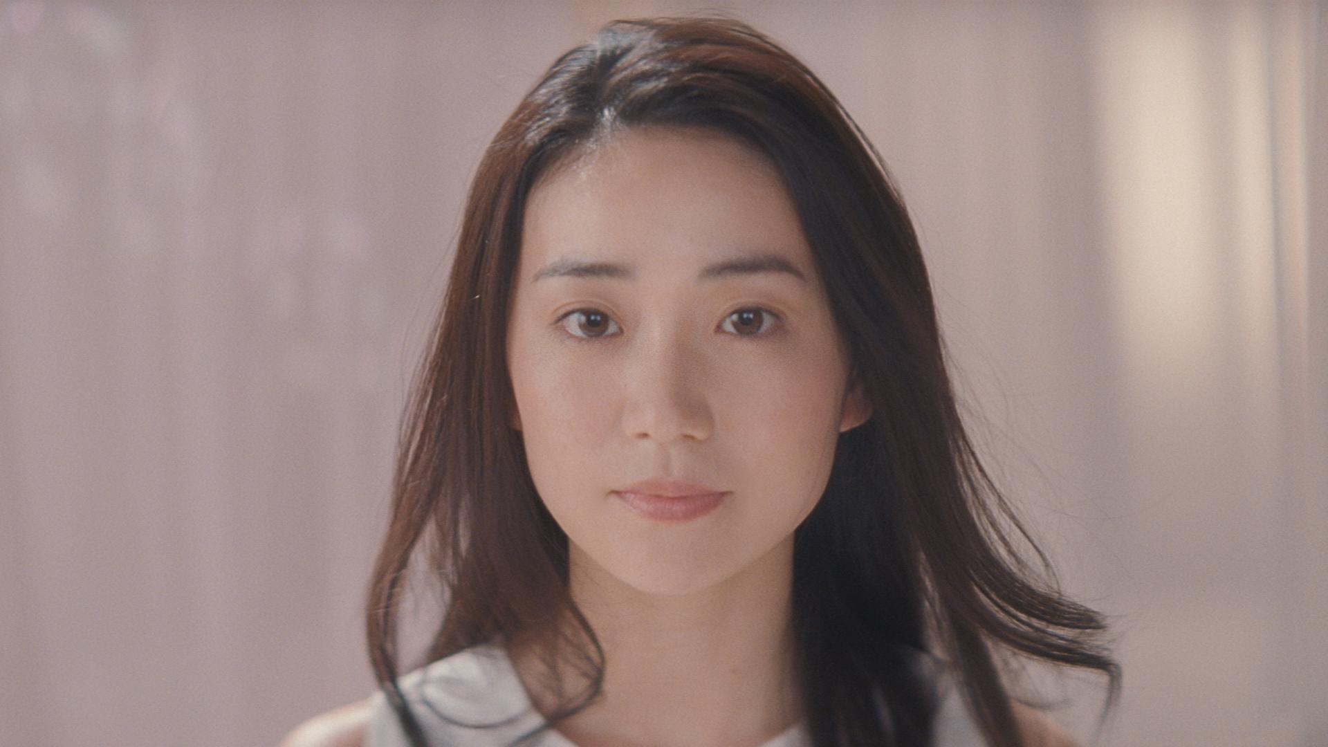 大島優子&坂口健太郎、思わず「頭をなでなで」? ミノン・新CM
