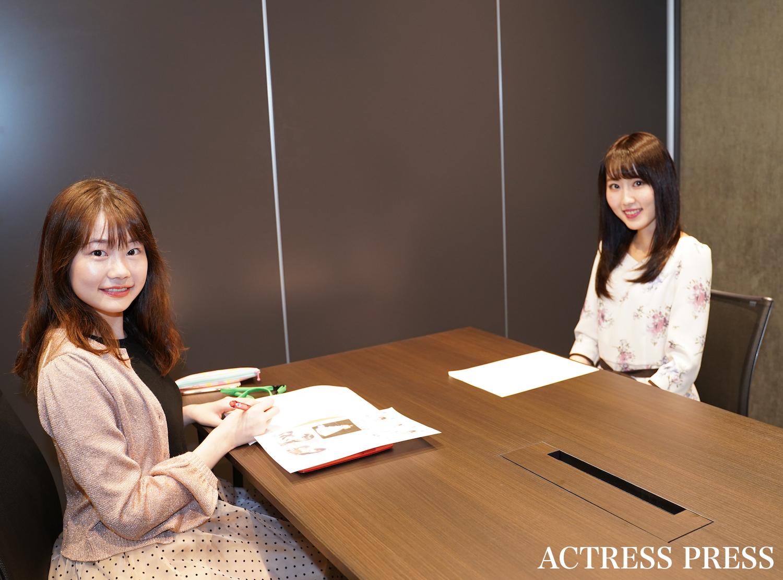 井手麻以花、インタビュアー・渡邊慈子/撮影:ACTRESS PRESS編集部