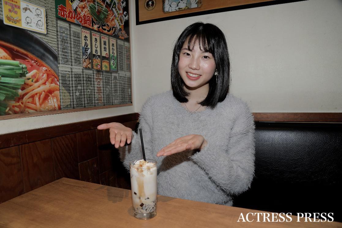 大久保沙菜/赤から 渋谷本店にて/撮影:ACTRESS PRESS編集部