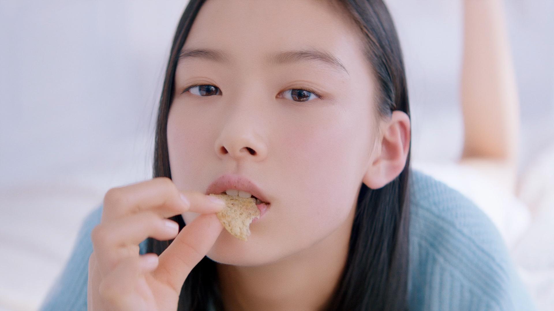汐谷友希/湖池屋プライドポテト新TVCM『神のり塩』篇