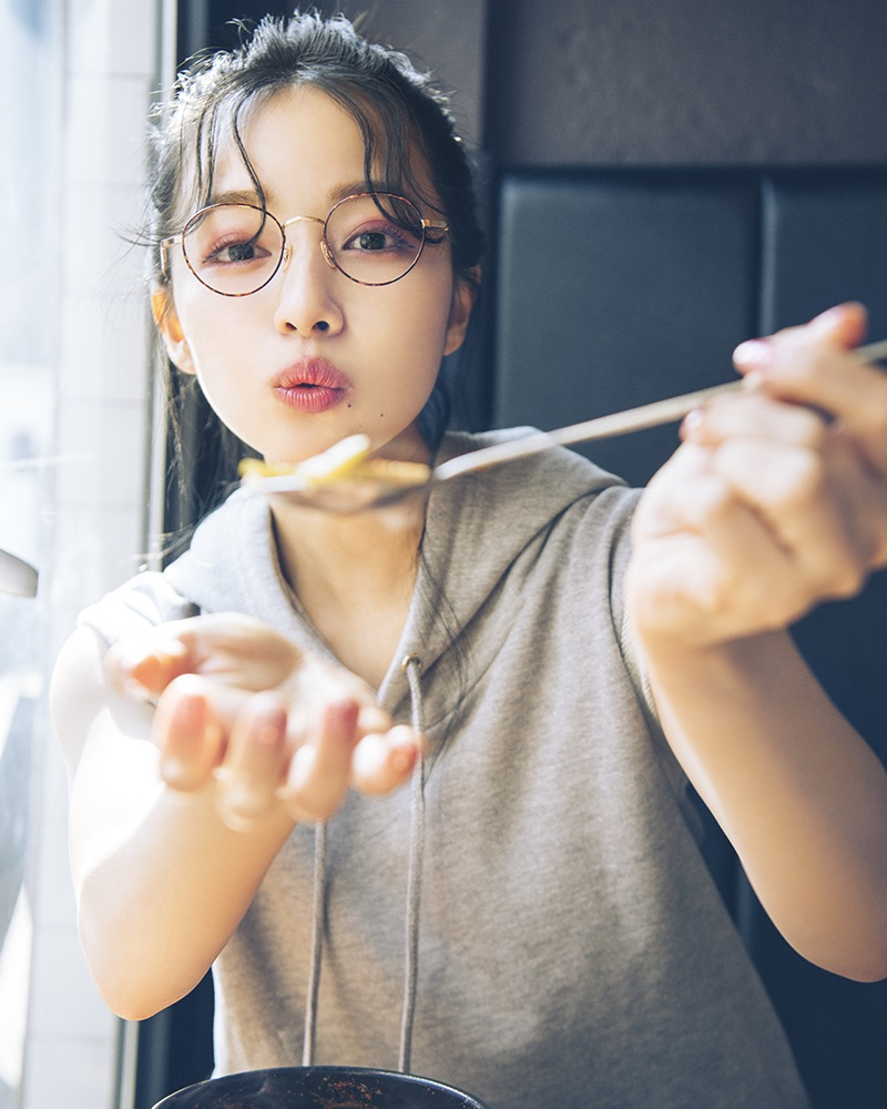 村瀬紗英 (NMB48) 、1st写真集(主婦と生活社)先行公開カット