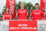 朝日奈央・JOY ・ユージ、巨大な氷の塊を割って「コカ・コーラ」を取り出す アイスブレイクチャレンジ体験!