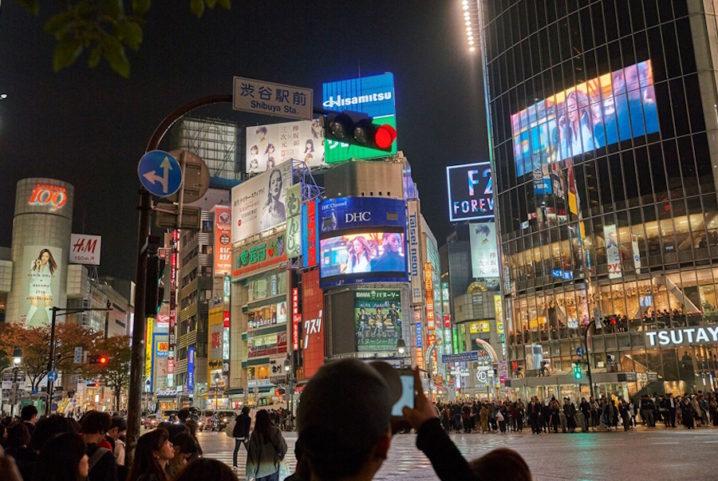 安室奈美恵、渋谷スクランブル交差点をジャック!NTTドコモとコラボした25周年新CM
