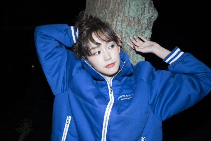 """桐谷美玲 まるで""""彼氏""""の服 夜の散歩を感じさせる姿を披露!OCEANS"""