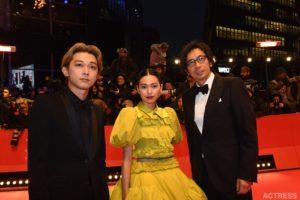 二階堂ふみ & 吉沢亮、ベルリン国際映画祭のレッドカーペットに登場