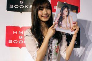 写真集『最高のひなこ』出版記念イベントに登場した 佐野ひなこ