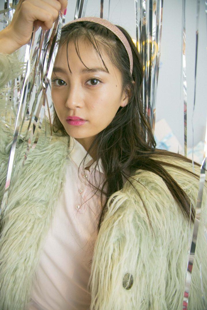 小山リーナ(マジカル・パンチライン)ビジュアルブック