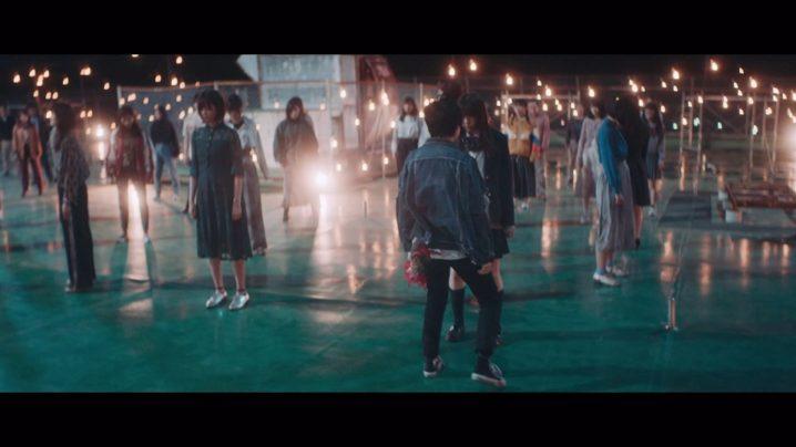 欅坂46、8thシングル「黒い羊」MVより