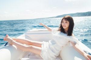 与田祐希(よだ ゆうき)乃木坂46/小型ボートで地中海の絶景ポイントに向かう