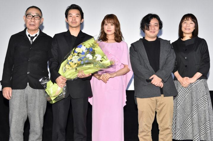 左より:でんでん、仲野太賀、衛藤美彩、中川龍太郎監督、原作者:宮下奈都/2020年2月8日、映画『静かな雨』公開記念舞台挨拶