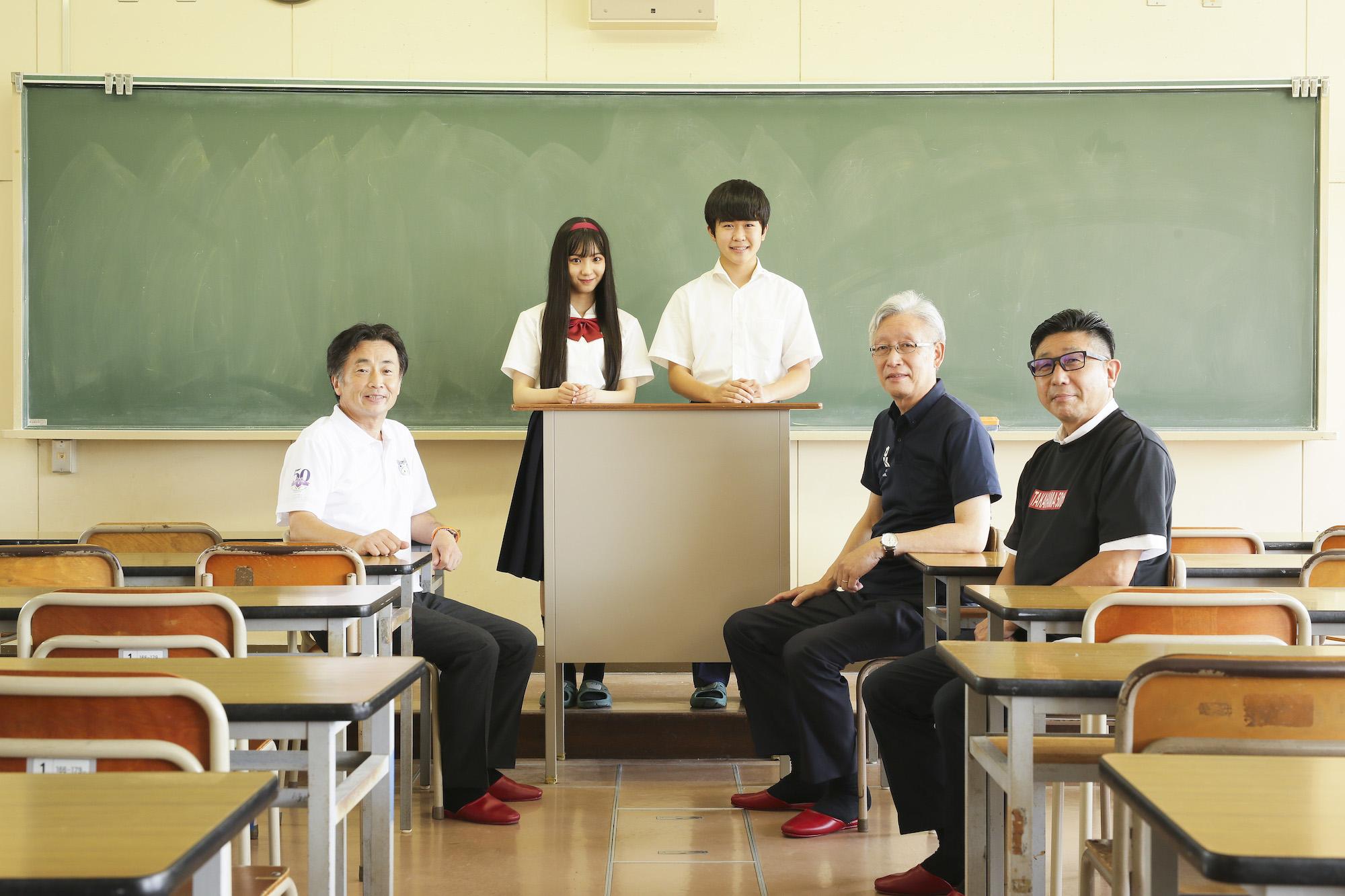 左から知立市長・末永桜花・鈴木福・刈谷市長・高浜市長