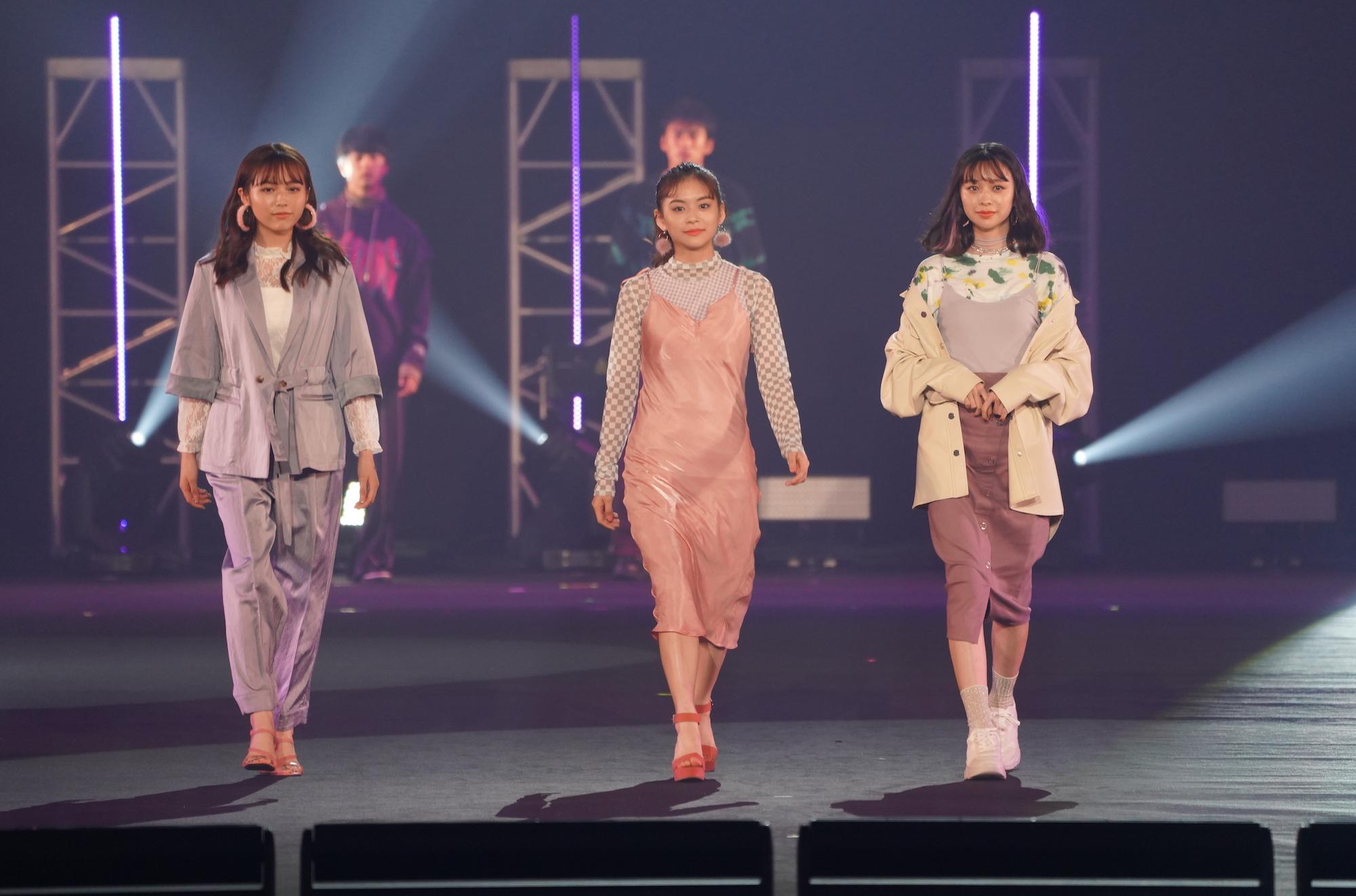秋田汐梨(左)、永瀬莉子(中央)、田鍋梨々