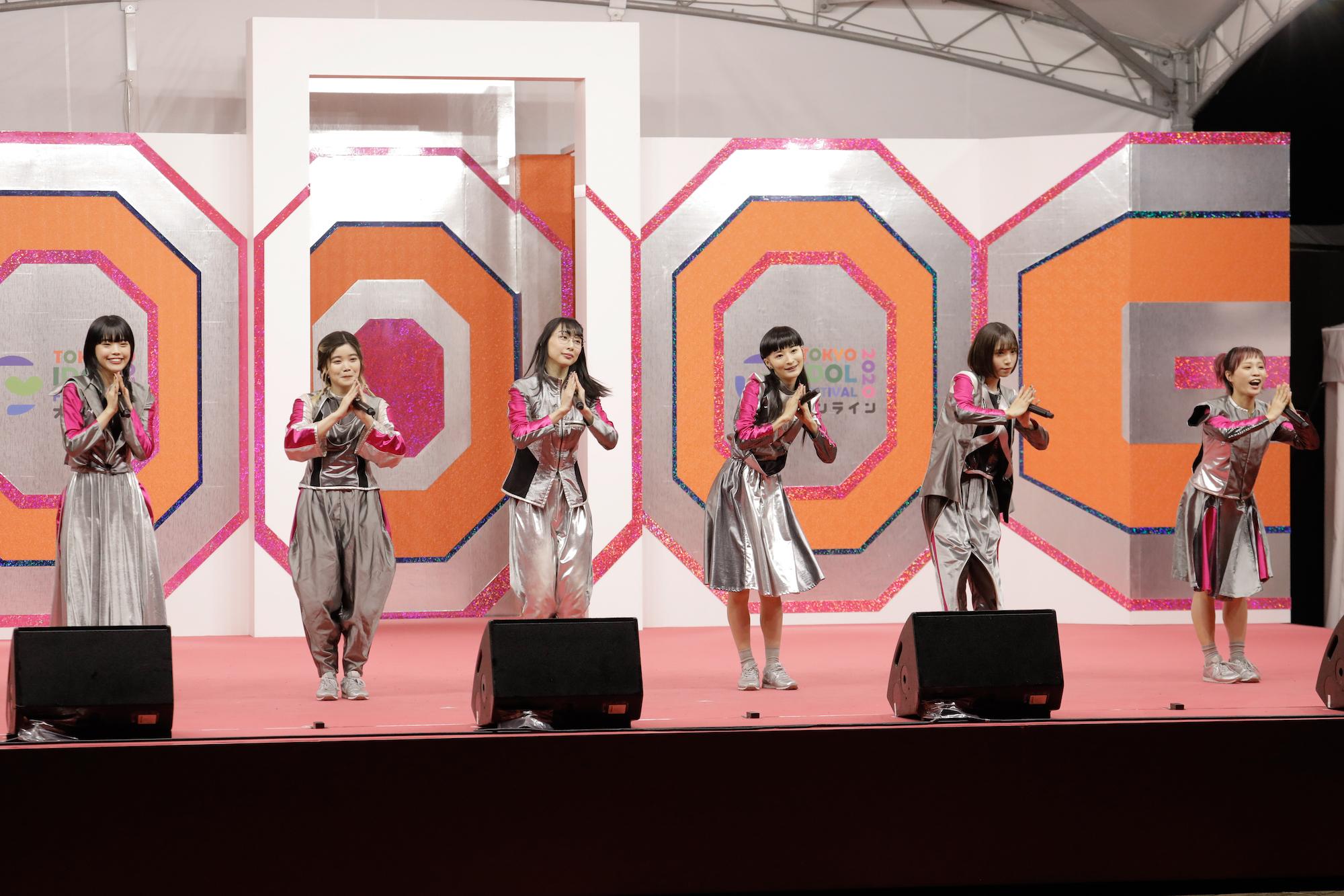 アイナ・ジ・エンド、セントチヒロ・チッチ、ハシヤスメ・アツコ、リンリン、アユニ・D 、モモコグミカンパニー BiSH/TOKYO IDOL FESTIVAL オンライン 2020にて/撮影:ACTRESS PRESS編集部(2020年10月)