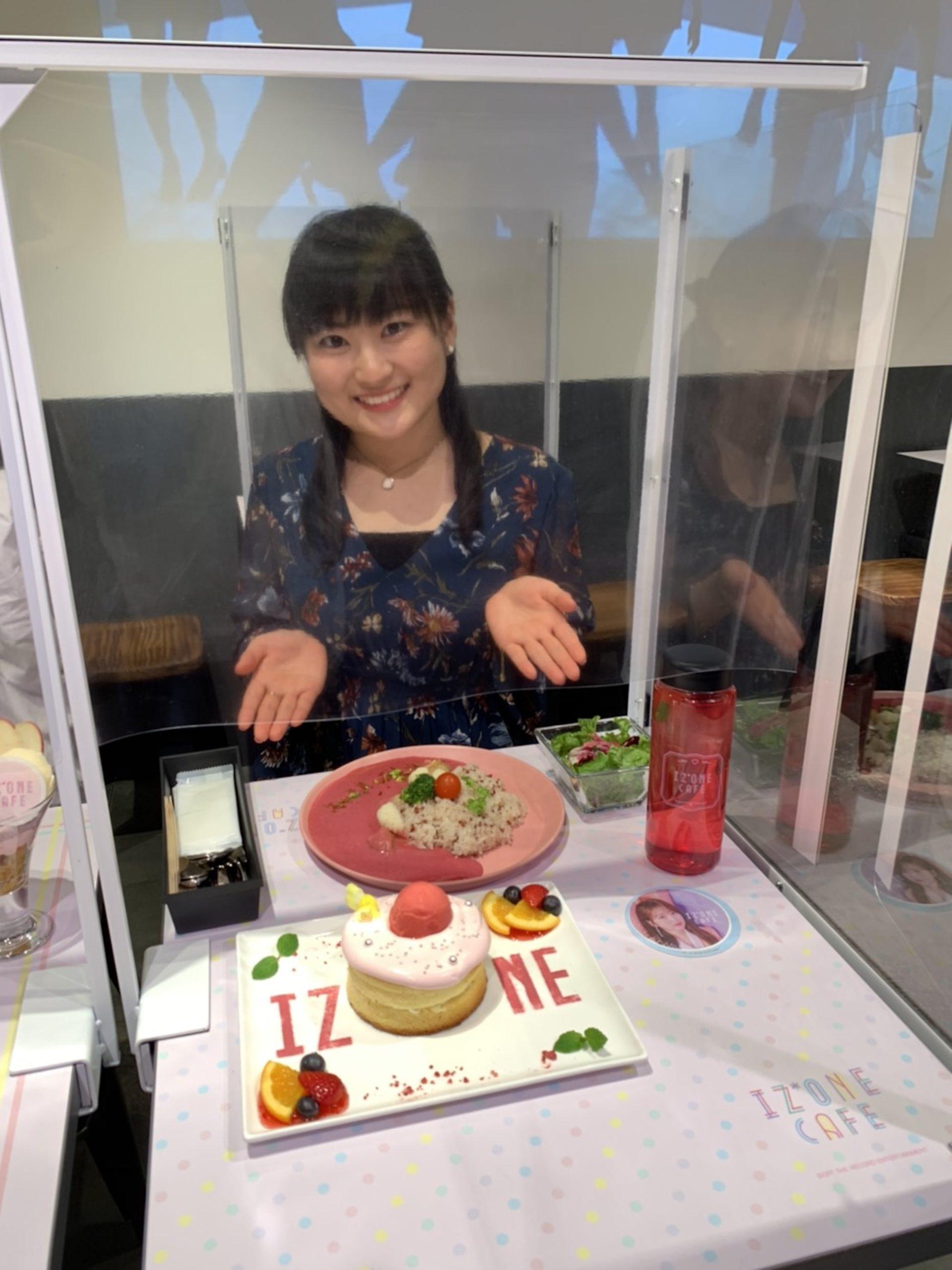 作田美怜(慶応義塾大学2年)/IZ*ONE CAFEにて