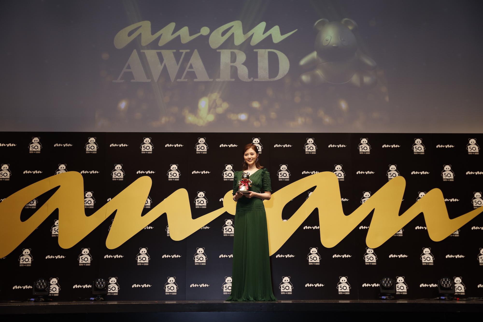 ⽩⽯⿇⾐(しらいし・まい)/「ananAWARD」授賞式にて(2020年11月18日)