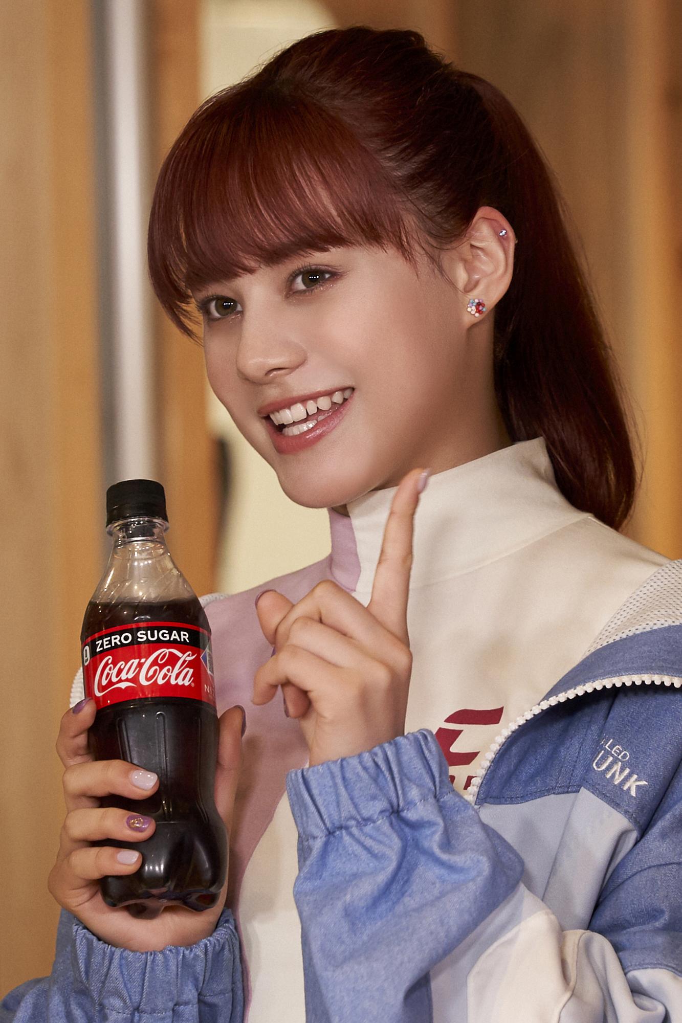 NINA NiziU「コカ・コーラ」新CM