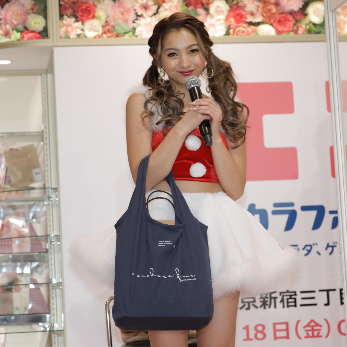 ゆきぽよ サンタ姿/ココカラファイン東京新宿三丁目店