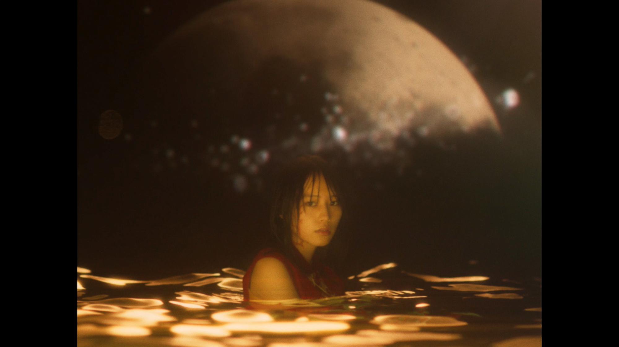 女優・南沙良、今大注目のアーティスト・Vaundy(バウンディ)「融解 sink」のMV