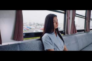 女優・尾野真千子、ASKAシングル「笑って歩こうよ」MV