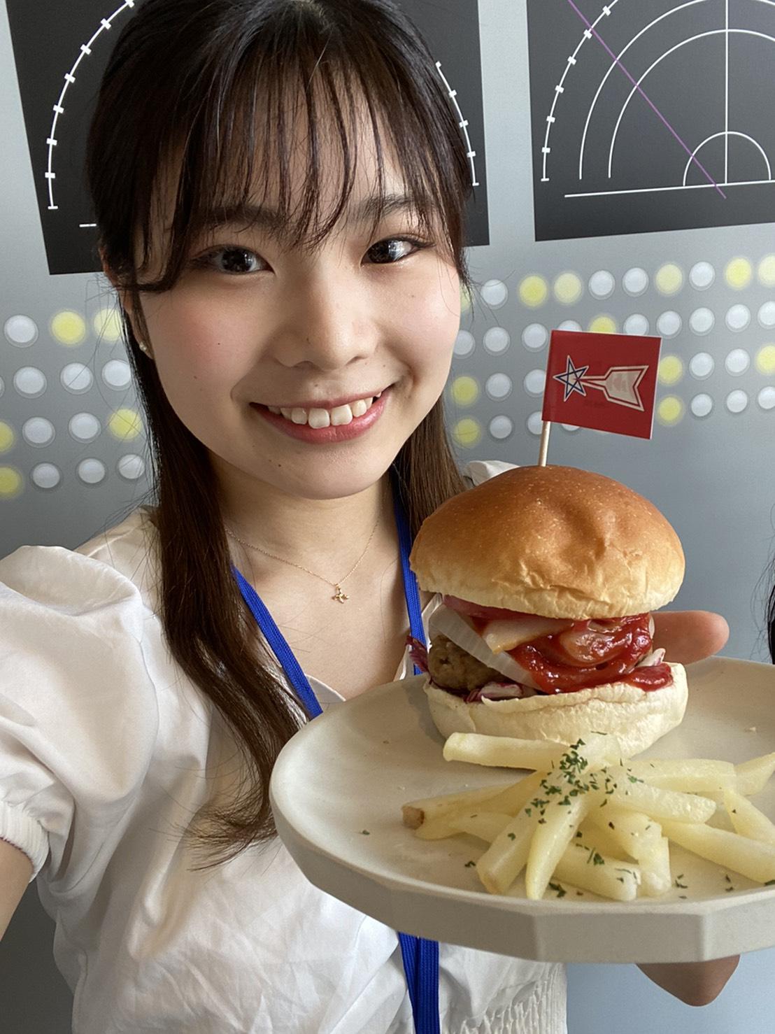 山本理々香(ACTRESS PRESS Reporter)inウルトラマンカフェ
