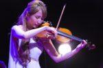 サラ・オレイン、スペシャルコンサート開催!クリスマスの名曲や本日最終回を迎える大河ドラマの劇中歌『我が故郷』など全15曲を披露!